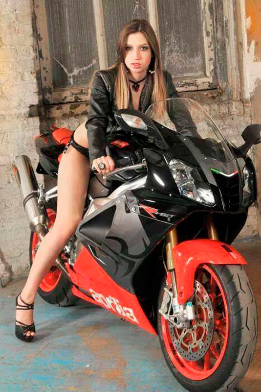 motoclubs-mexico-12-sexy-chicas-bikers-06