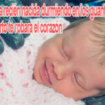 recién nacida durmiendo en los guantes de su papito muerto